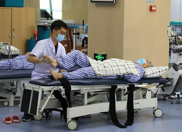 广州首家老年病康复医院,黑科技助推老人精准康复 (2).jpg